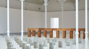 Dalla mostra Carl Andre, Sculpture as Place, 1958-2010, Musée d'Art Moderne, Parigi. © ADAGP, Paris, 2016.